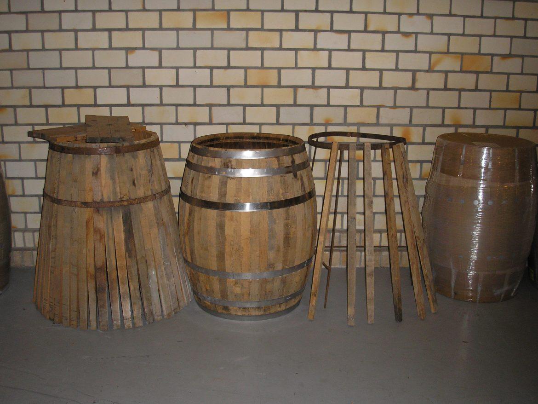 Barricas-sendo-montadas na tanoaria