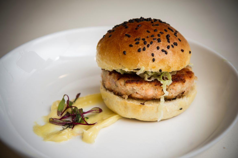 Hambúrguer de salmón de Chile-Norio Ito