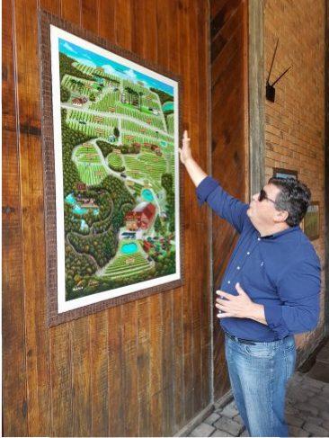 Carlos Abarzúa indicando o mapa viticola da Geisse